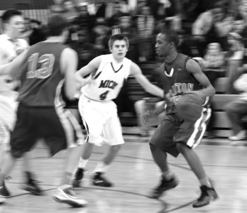 Senior guard Devonte Bell dribbles around a screen in the district final game against MICDS. (Caroline Stamp)