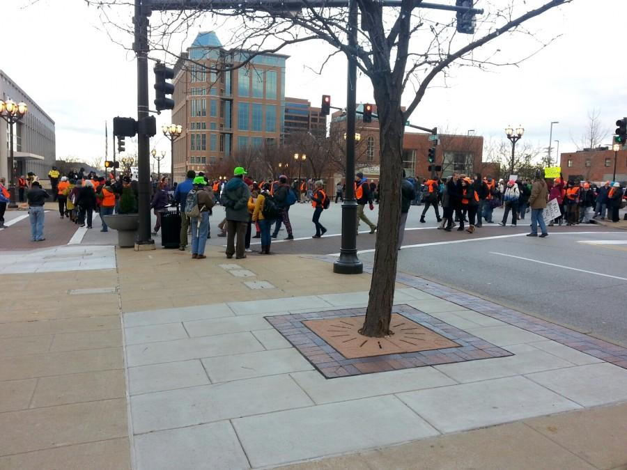 Peaceful+protesters+in+downtown+Clayton+Tuesday+morning.+%28Sarah+Bernard%29
