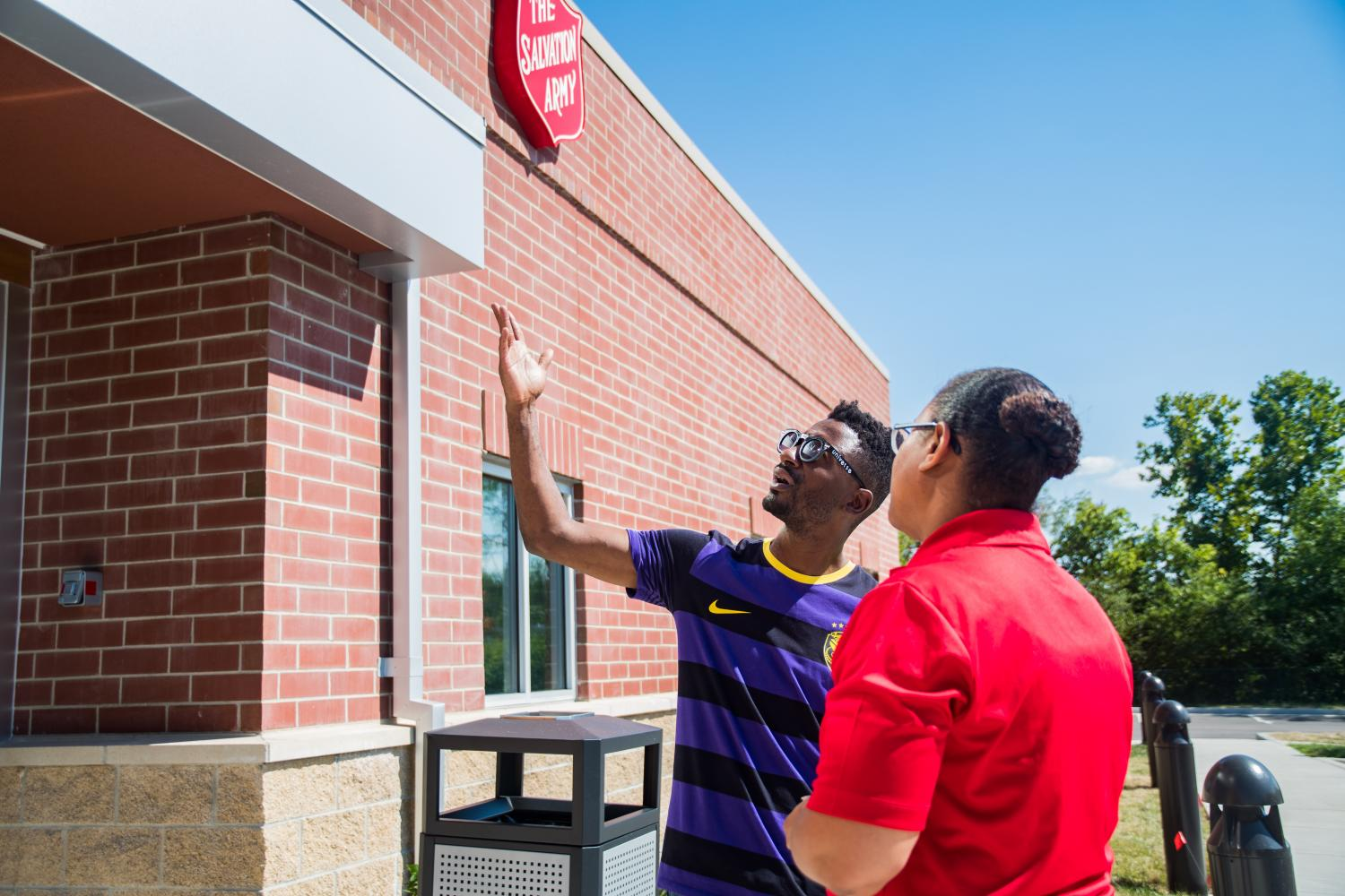 A community member and employee view the new QuikTrip building.  Photo by Michael Melinger.