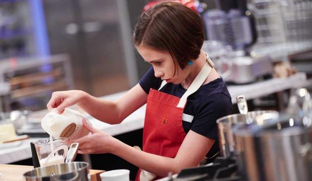 Photo+of+Hollis+baking.
