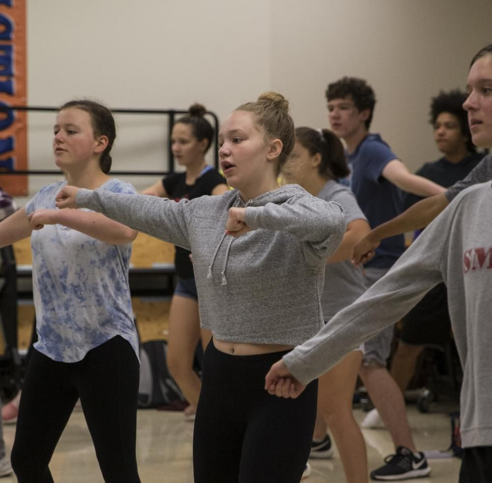 Sophomore Gen Hoelscher (center) and other show choir students learn a dance routine during the zero hour meeting.