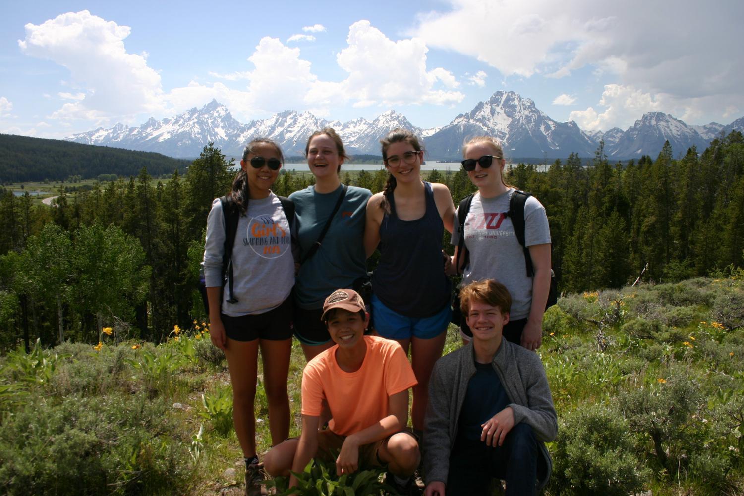 The students in front of the Grand Tetons. Top row (from left to right): Xuenan Jin, Julia Bautz, Liza Anzilotti, Dana Anderson. Bottom row (from left to right): Max de la Paz, Noah Kennedy