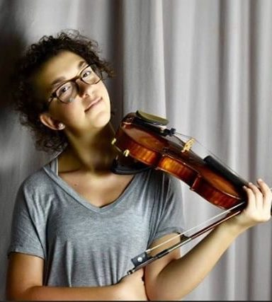 Hava Polinsky, Class of 2017, pursuing a career in music by studying at Juilliard.