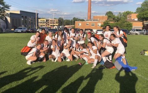 Girls' Soccer Upsets Ladue in Districts Semifinal
