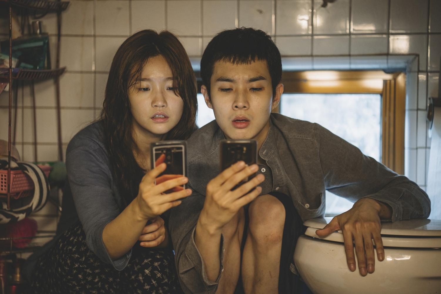 Park So-dam and Choi Woo-shik in the movie