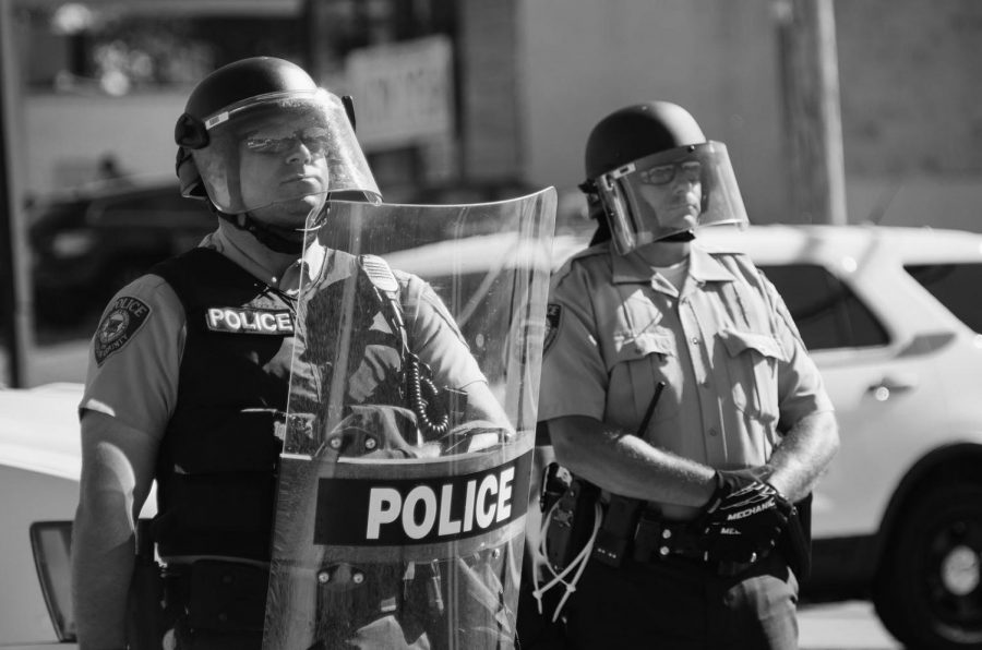 Police_in_riot_gear_at_Ferguson_protests 2